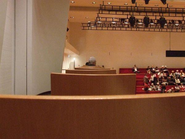 visiting the salle pleyel in intermezzo