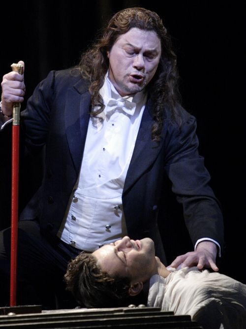 FAUST 2495ashm_0551 - PAPE AS MEPHISTOFELES, GRIGOLO AS FAUST (C) CATHERINE ASHMORE (599x800)