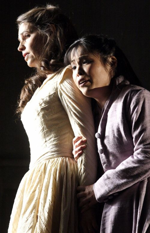 2476ashm_636 WERTHER. KOCH AS CHARLOTTE, NAKAMURA AS SOPHIE (C) ASHMORE 2011 (661x1024)
