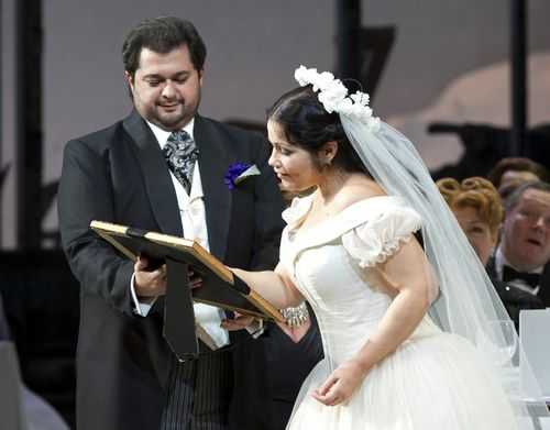 SONNAMBULA ©BC20111029082 - ALBELO AS ELVINO, GUTIERREZ AS AMINA (C) COOPER (800x626)