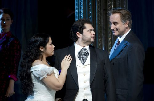 SONNAMBULA ©BC20111029166 - GUTIERREZ AS AMINA, ALBELO AS ELVINO AND PERTUSI AS COUNT RODOLFO (C) COOPER (800x529)