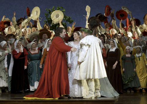 MEISTERSINGER 111216_0680 KOCH AS HANS SACHS, BELL AS EVA, O'NEILL AS WALTHER (C) BARDA (800x566)