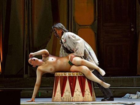 nude-ladies-in-opera-free-lesbian-sex-positions