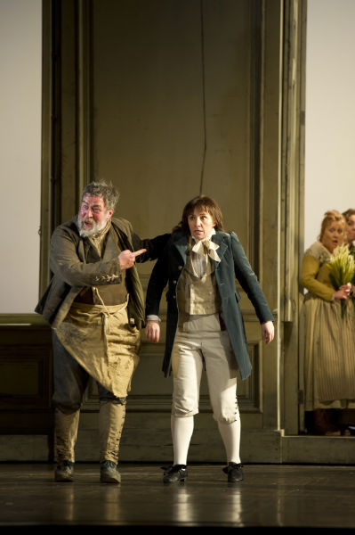 LE NOZZE DI FIGARO BC20120208824 ANNA BONITATIBUS AS CHERUBINO, JEREMY WHITE AS ANTONIO (C) ROH 2012 - BILL COOPER