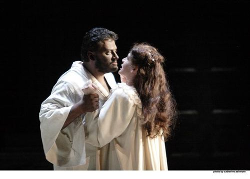 2559ashm_0678 ANTONENKO AS OTELLO, HARTEROS AS DESDEMONA (C) ASHMORE