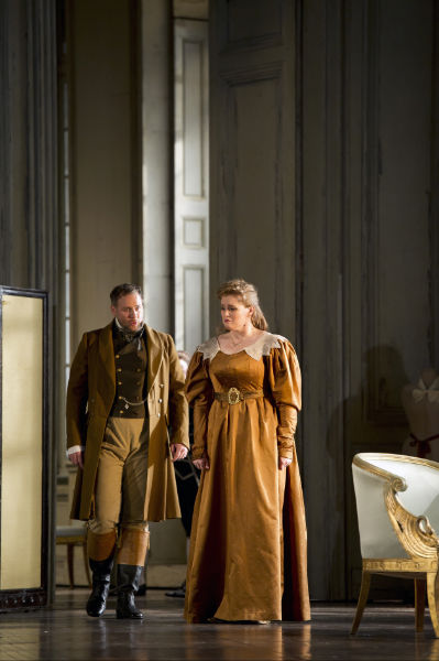 LE NOZZE DI FIGARO BC20120208724  LUCAS MEACHEM AS COUNT ALMAVIVA, RACHEL WILLIS-SORENSEN AS COUNTESS ALMAVIVA (C) ROH 2012 - BILL COOPER