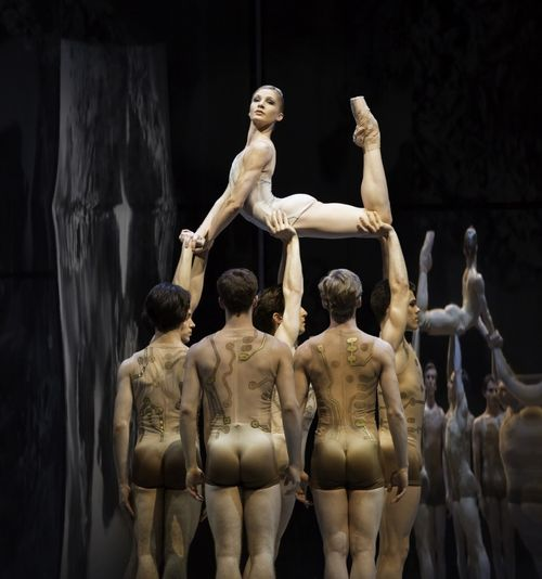 XMelissa Hamilton and The Royal Ballet in Trespass, photo Johan Persson courtesy of ROH (749x800)