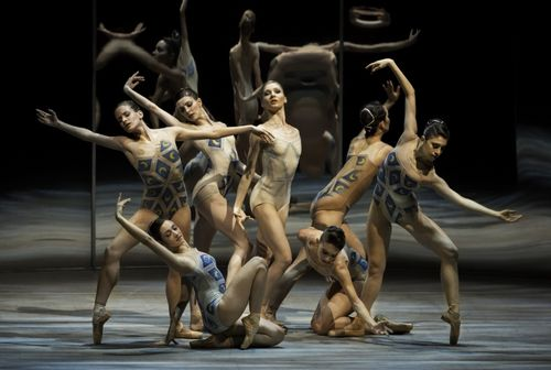 XMelissa Hamilton and The Royal Ballet in Trespass. Photo Johan Persson, courtesy of ROH (800x537)