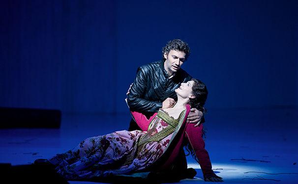 Salzburger-Festspiele--Don-Carlo-2013--JONAS-KAUFMANN--DON-CARLO---ANJA-HARTEROS--ELISABETTA-DI-VALOIS[1]