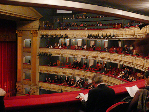 Teatro_Real_Madrid_auditorium[1]